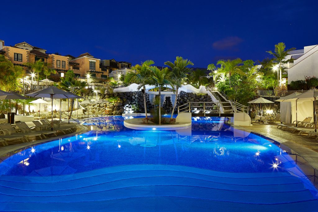 hotel-suites-villa-maria-mainpool